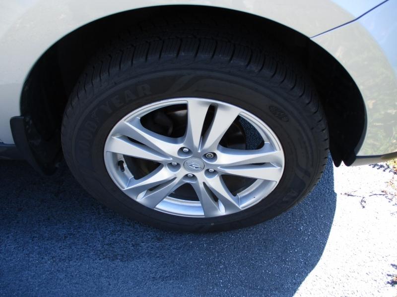 Hyundai Santa Fe 2011 price $7,400
