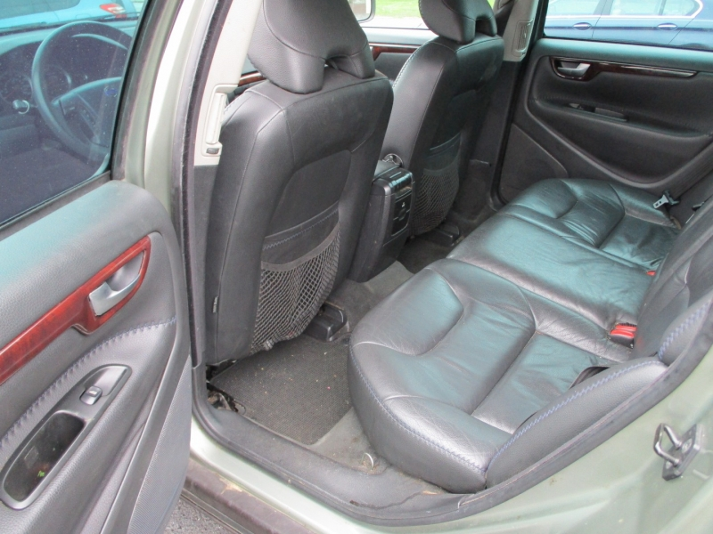 Volvo XC70 2007 price $5,800