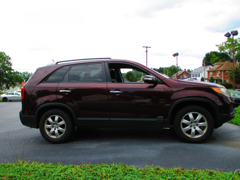 Kia Sorento 2012 price $8,600
