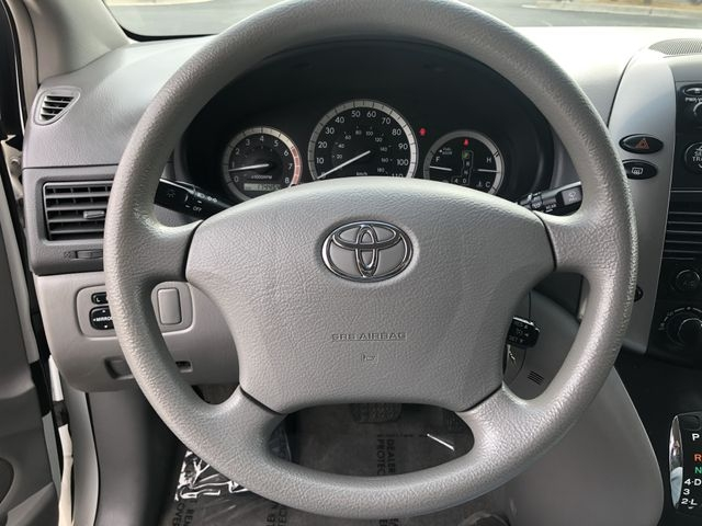 Toyota Sienna 2006 price $3,500