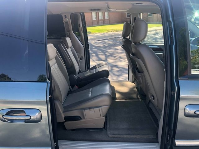 Chrysler Town & Country 2007 price $3,995
