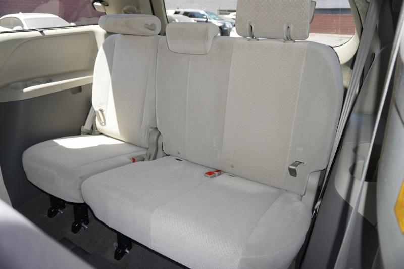Toyota Sienna 2011 price $10,900