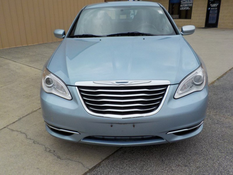 Chrysler 200-Series 2013 price $6,950