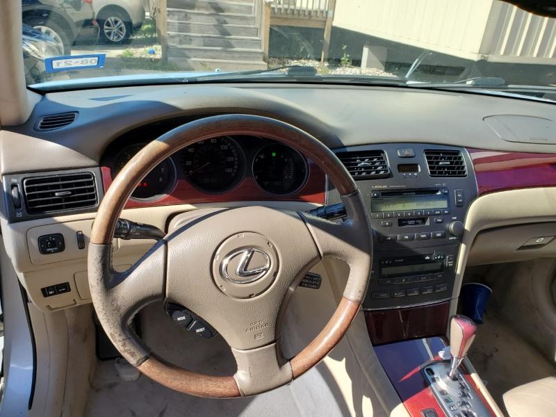 Lexus ES 300 2002 price $4,999 Cash