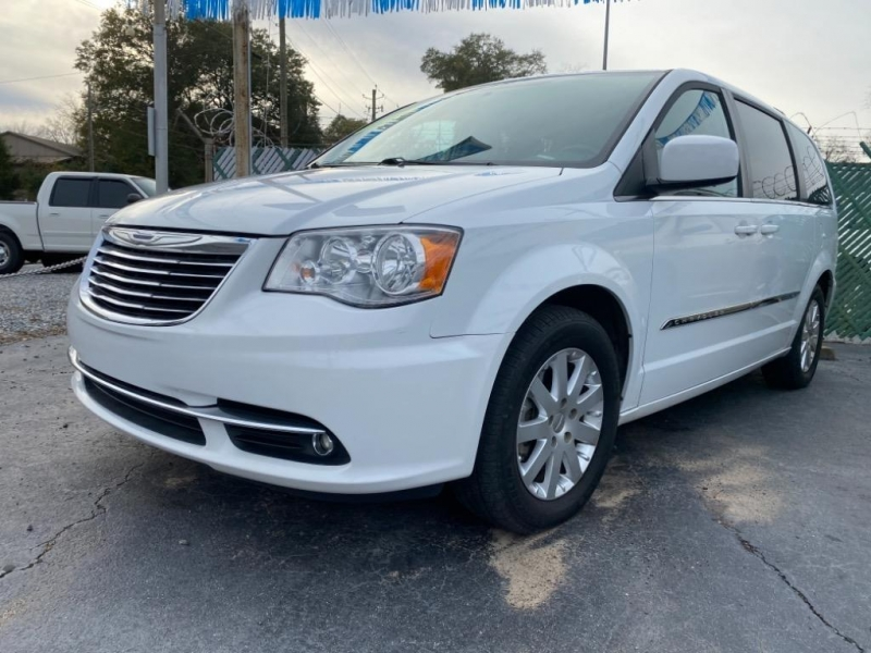Chrysler Town and Country 2015 price $9,495