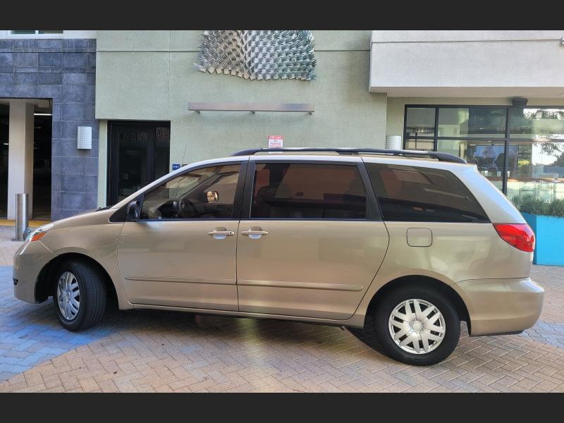 Toyota Sienna 2008 price $9,800