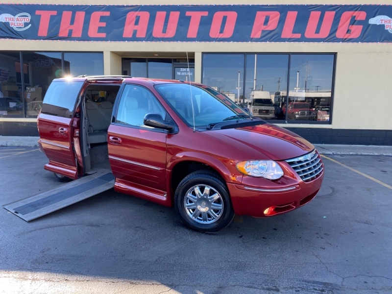 CHRYSLER TOWN & COUNTRY 2007 price $16,500