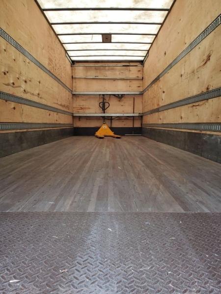 FREIGHTLINER M2 106 8.3L 2012 price $17,950