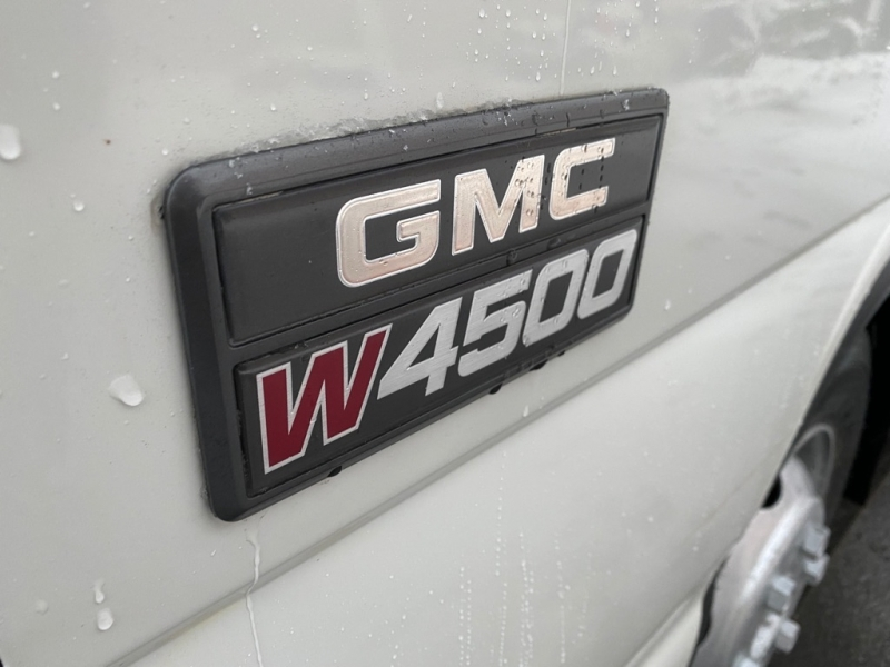 GMC W4500 2005 price $13,995