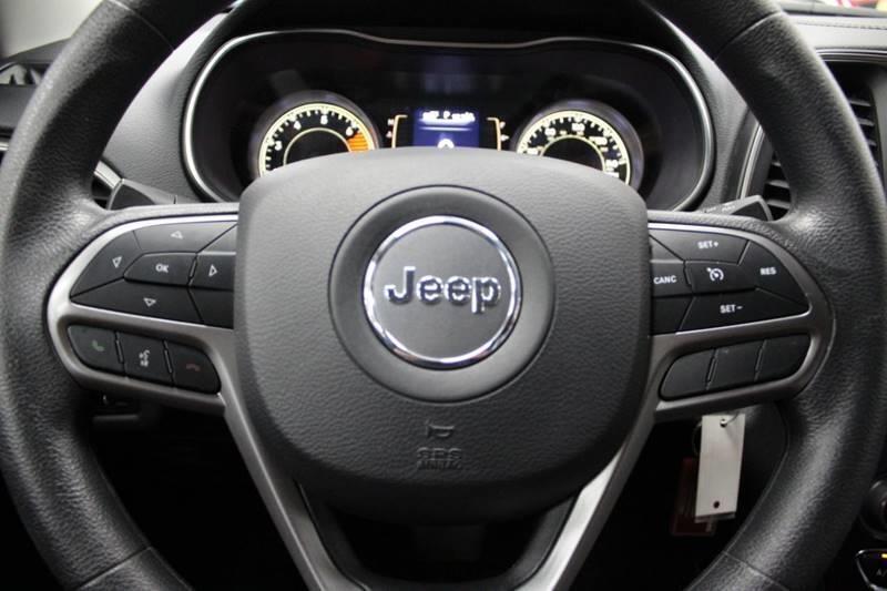 Jeep Cherokee 2019 price $21,950