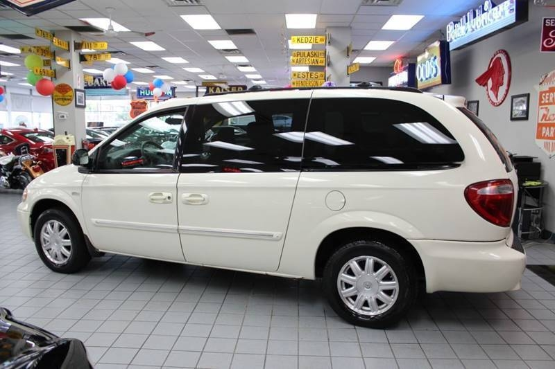 Chrysler Town and Country 2007 price $6,888