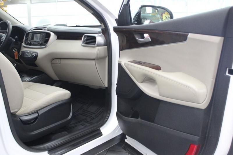 Kia Sorento 2017 price $17,995
