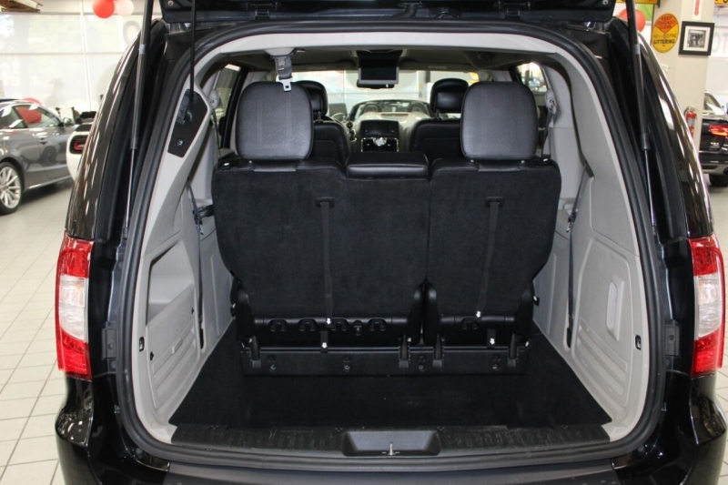 Chrysler Town and Country 2014 price $13,950