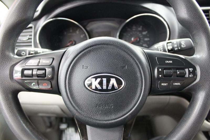 Kia Sedona 2016 price $15,950