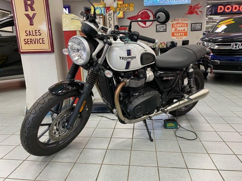 Triumph Street Twin 2018 price $8,850