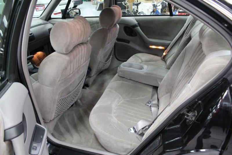 Pontiac Bonneville 1994 price $10,850