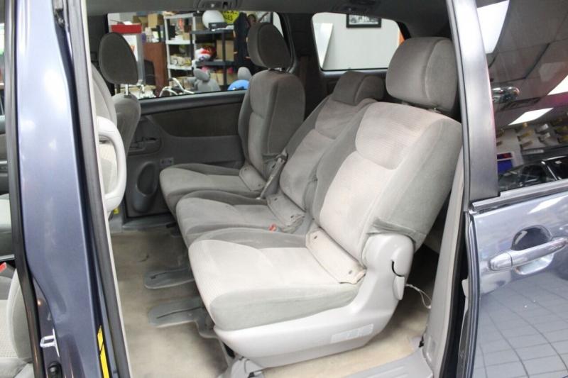 Toyota Sienna 2010 price $10,950