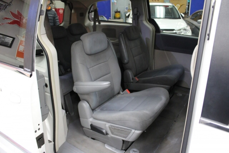 Chrysler Town and Country 2010 price $8,950