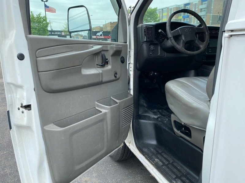 Chevrolet Express Cutaway 2003 price $11,950
