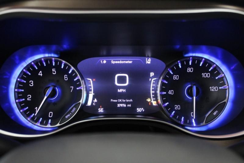 Chrysler Pacifica 2017 price $24,850