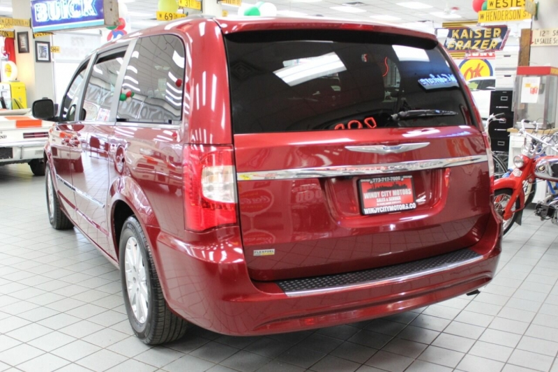 Chrysler Town and Country 2016 price $15,850