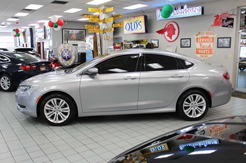 Chrysler 200 2015 price $13,950