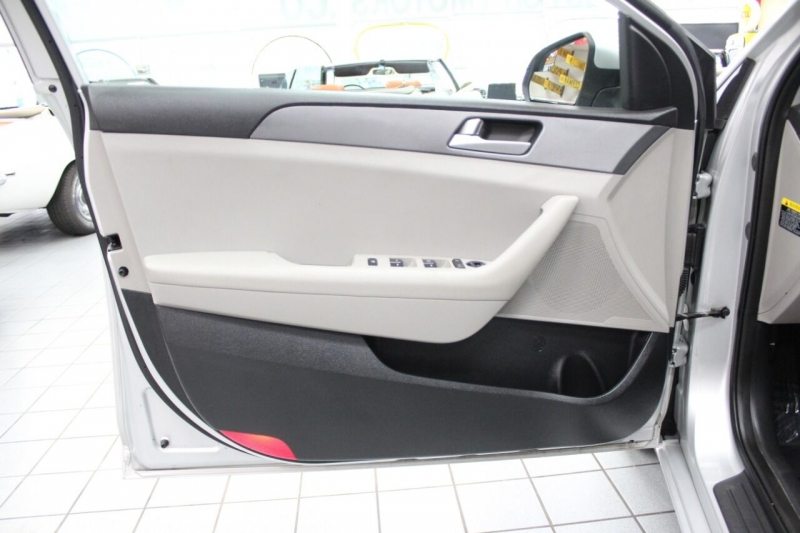 Hyundai Sonata 2016 price $12,950