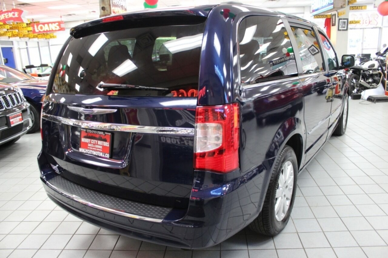 Chrysler Town and Country 2014 price $12,950
