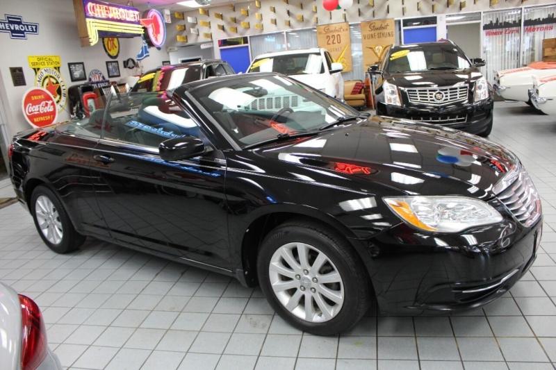 Chrysler 200 Convertible 2011 price $10,950