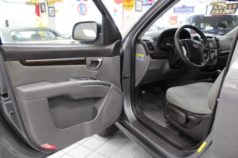 Hyundai Santa Fe 2010 price $10,850