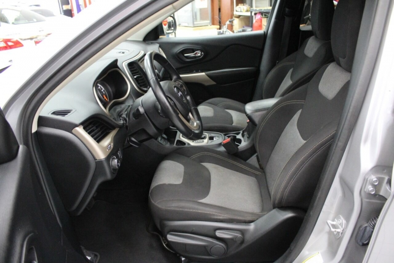 Jeep Cherokee 2018 price $23,850