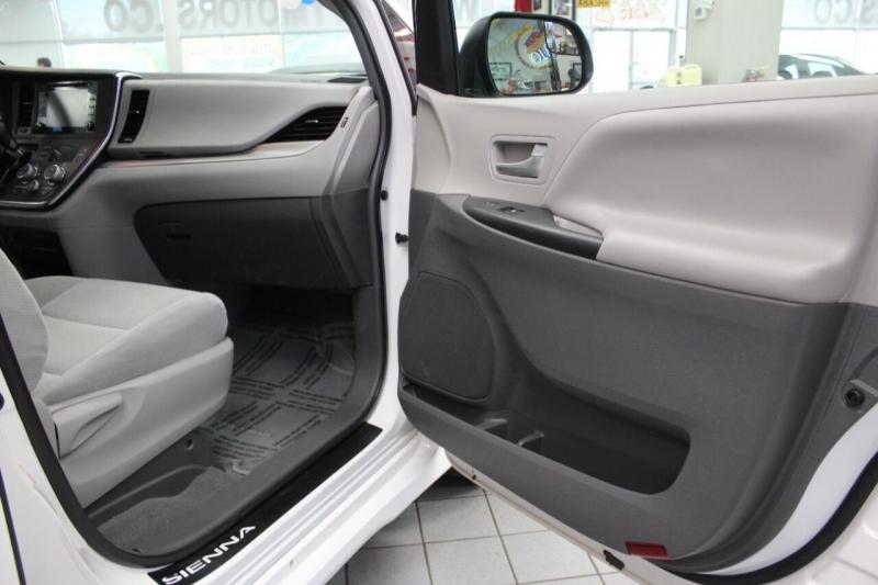 Toyota Sienna 2018 price $23,950