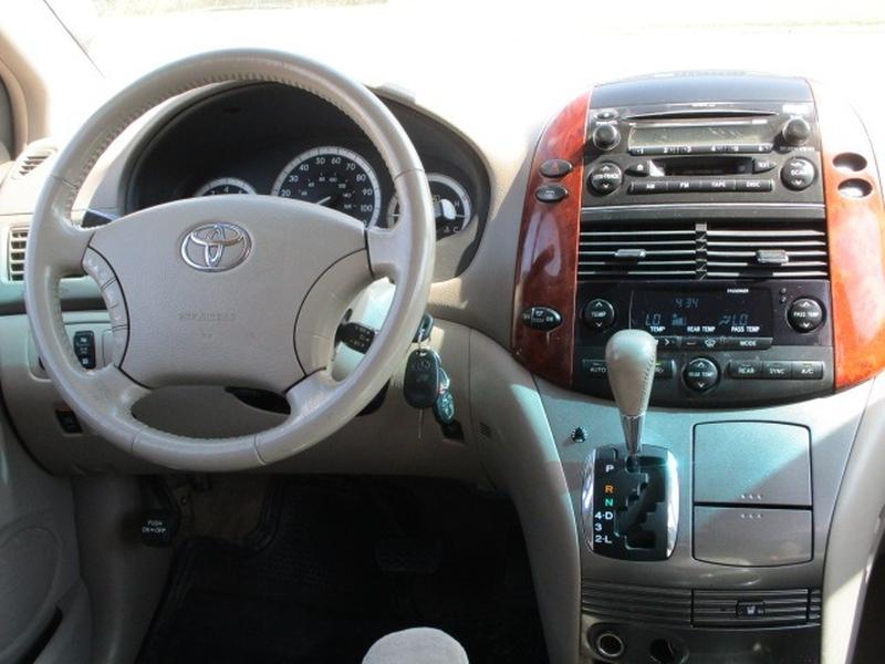 Toyota Sienna 2005 price $3,995 Cash