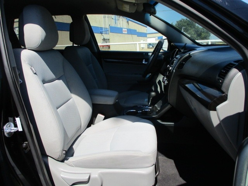 Kia Sorento 2012 price $5,995 Cash