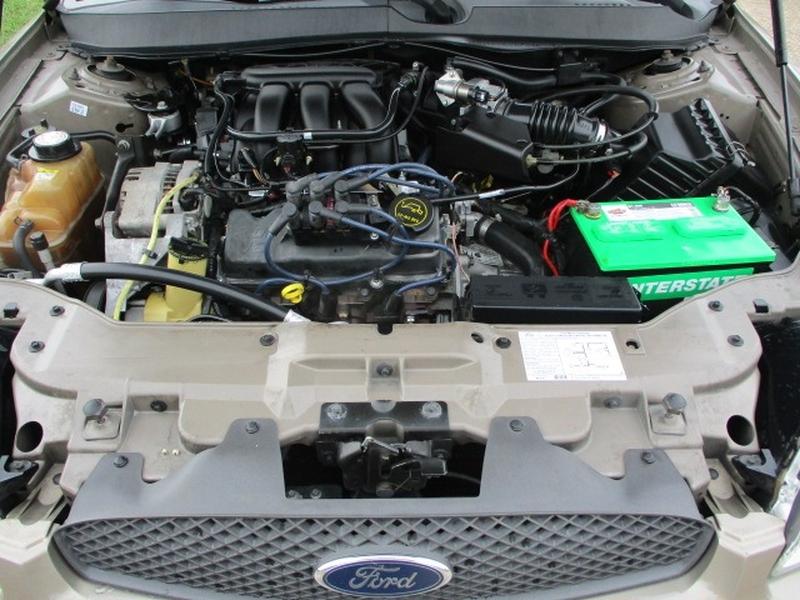 Ford Taurus 2005 price $2,995 Cash