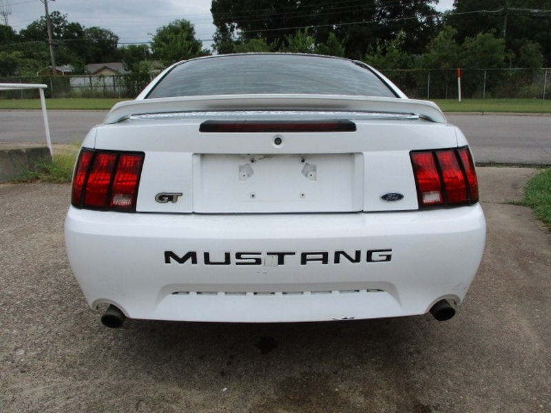 Ford Mustang 2000 price $3,995 Cash