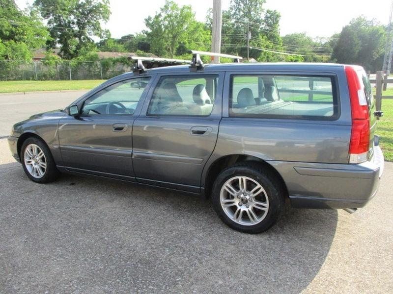 Volvo V70 2006 price $3,495 Cash