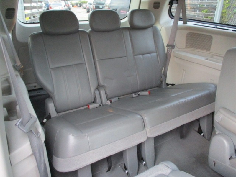 Chrysler Town & Country 2009 price $4,495 Cash