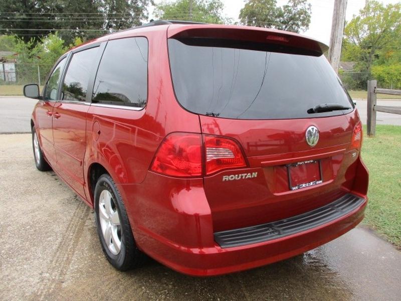Volkswagen Routan 2009 price $6,995 Cash