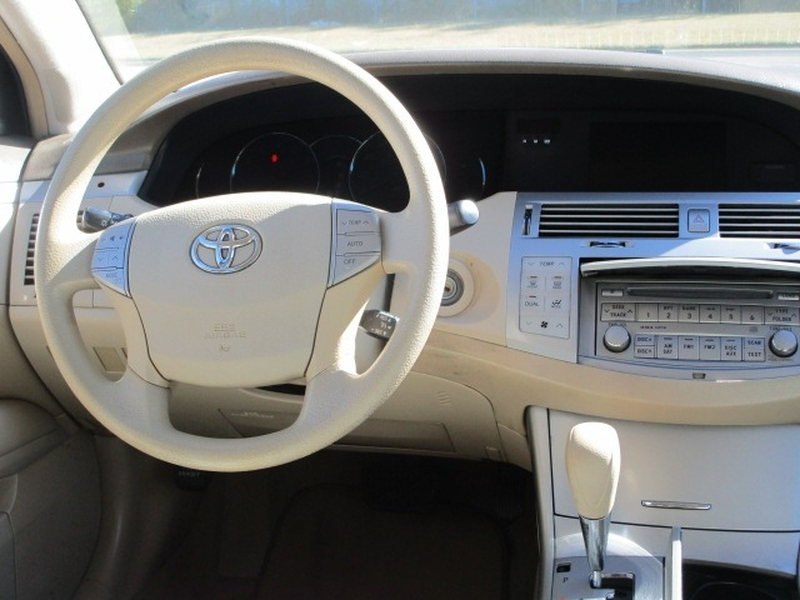 Toyota Avalon 2009 price $5,995 Cash