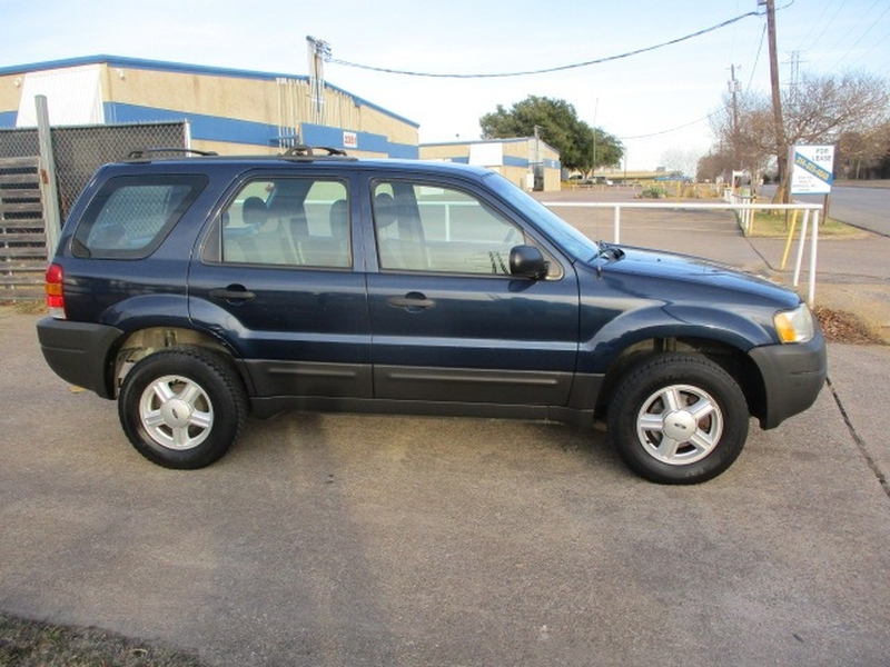 Ford Escape 2003 price $3,995 Cash
