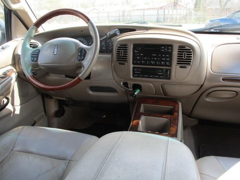 Lincoln Navigator 2002 price $4,995 Cash