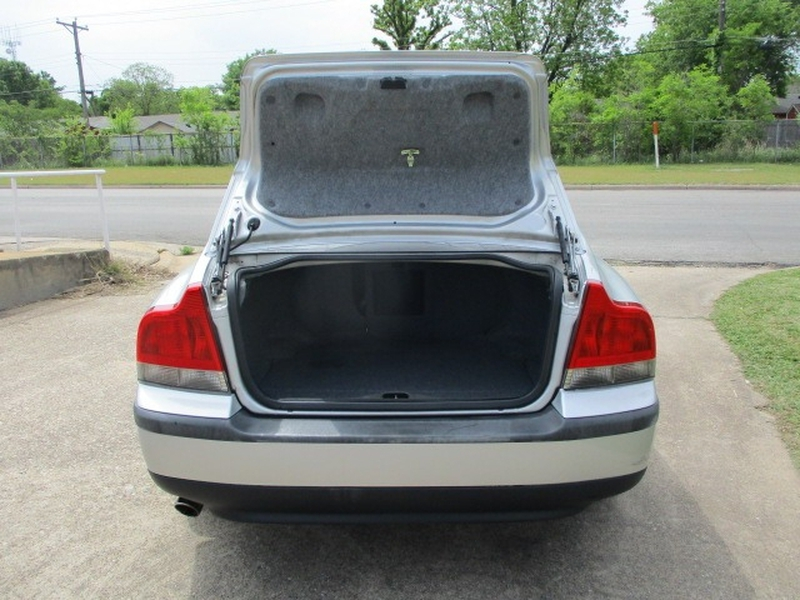 Volvo S60 2004 price $3,995 Cash