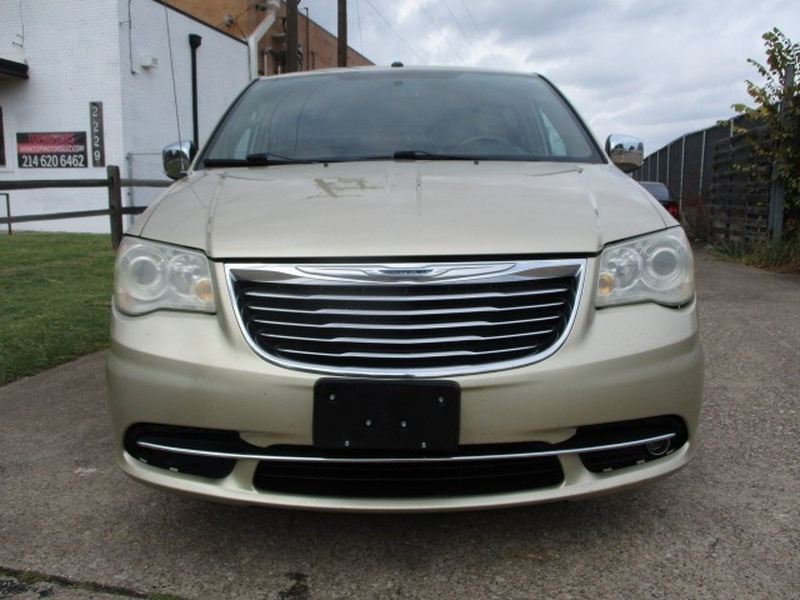 Chrysler Town & Country 2011 price $6,495 Cash
