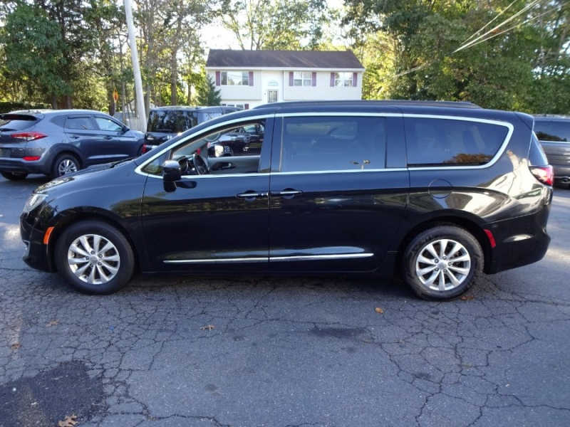 Chrysler Pacifica 2017 price $20,490