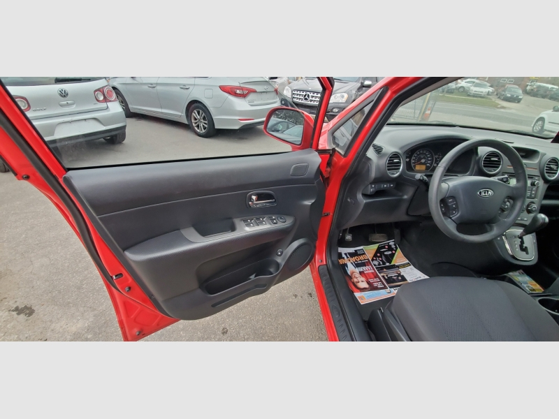 Kia Rondo 2011 price $4,990
