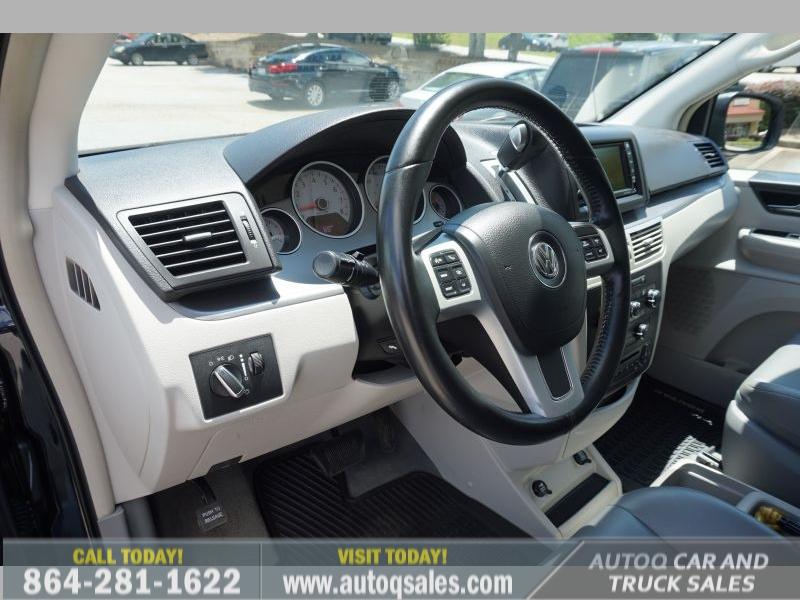 Volkswagen Routan 2011 price $9,391