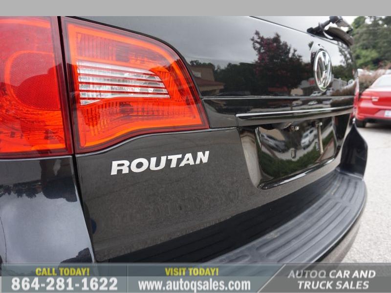 Volkswagen Routan 2012 price $8,491