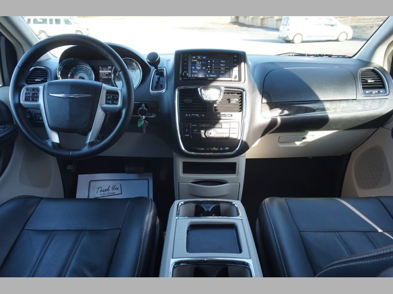 Chrysler Town & Country 2014 price $11,391