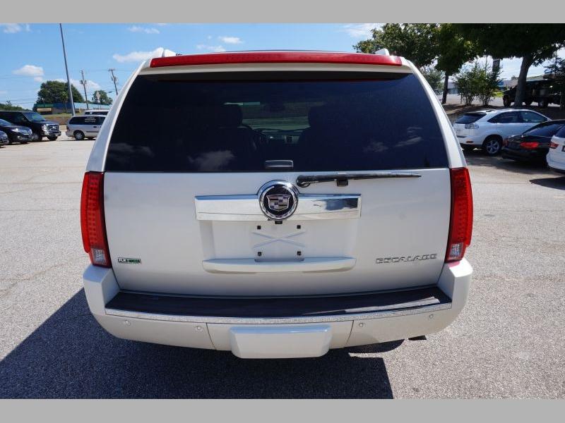 Cadillac Escalade 2010 price $18,991